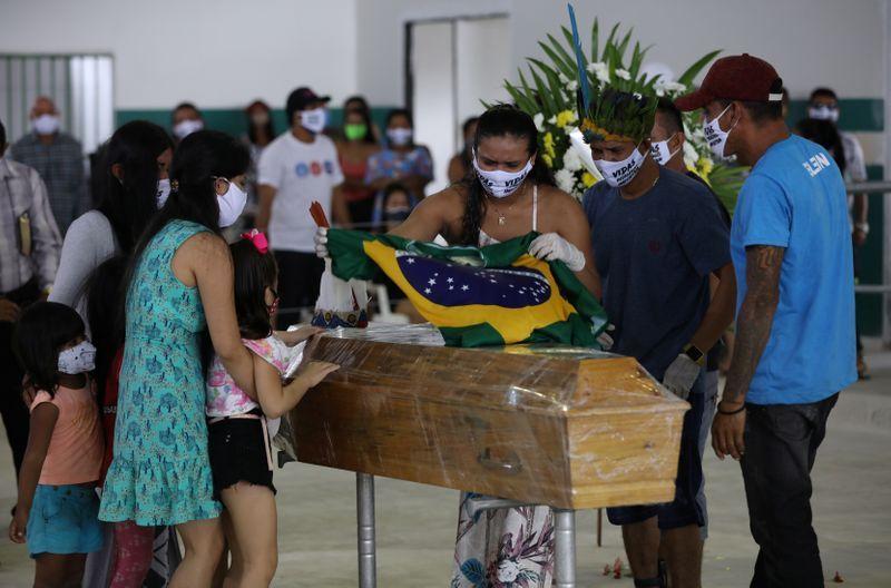 Brasil suma 844 nuevas muertes por COVID-19 y supera los 200.000 contagios
