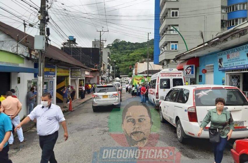 Conductores de buses intermunicipales protestan exigiendo ayudas humanitarias y derecho al trabajo