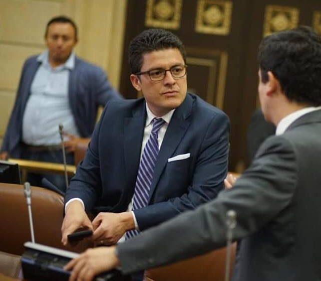Debate de control político a MinDefensa y al Comandante de la Armada propone Camilo Arango