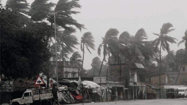 Más de cien muertos tras uno de los peores ciclones en la India y Bangladesh