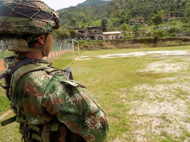 Ejército denunció intento de secuestro de militares. Campesinos dicen que violaron sus derechos