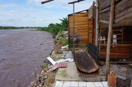 En riesgo 10 viviendas por represamiento del río Guatiquía