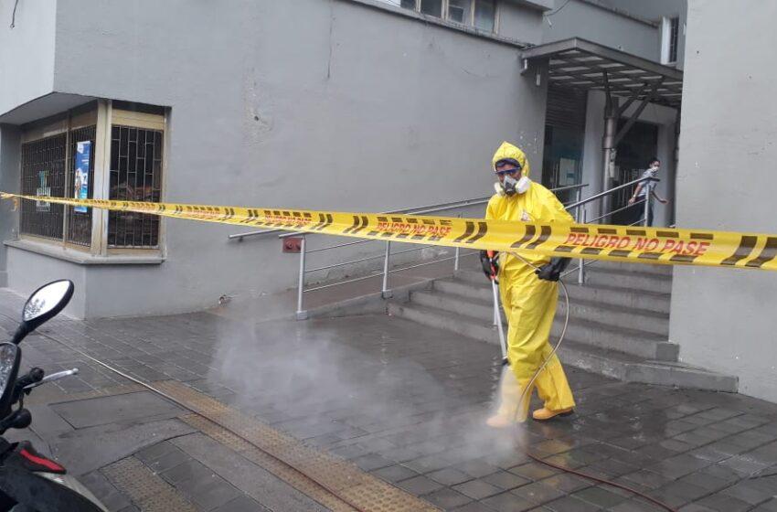 Intensifican desinfección y limpieza en sectores de constante tránsito de personas