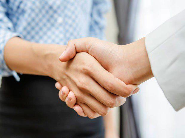 En el futuro ni apretón de manos, ni abrazo ni beso, señalan médicos