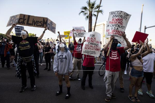 Protestas se recrudecen en Mineápolis por muerte de negro a manos de policías