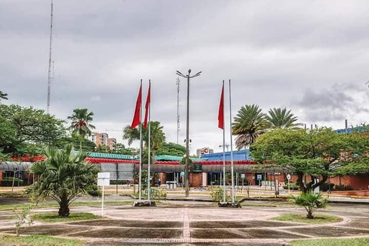 Izan bandera roja en señal de auxilio en la terminal de transporte de Villavicencio por crisis económica.