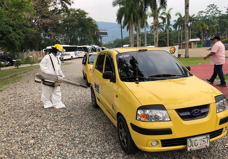 Desinfectan vehículos públicos en prevención a propagación de coronavirus