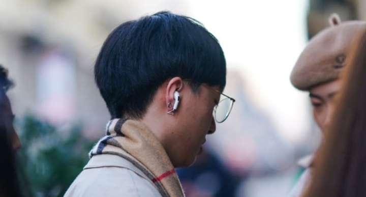 AirPods explotaron en oreja de joven que llevaba 10 minutos de llamada