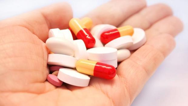 OMS asegura que ingerir antibióticos durante pandemia podría ser una mezcla mortal