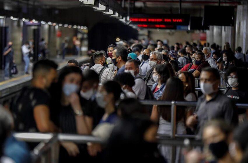 Brasil suma 1.185 muertes y casi 43.000 casos de coronavirus en un día