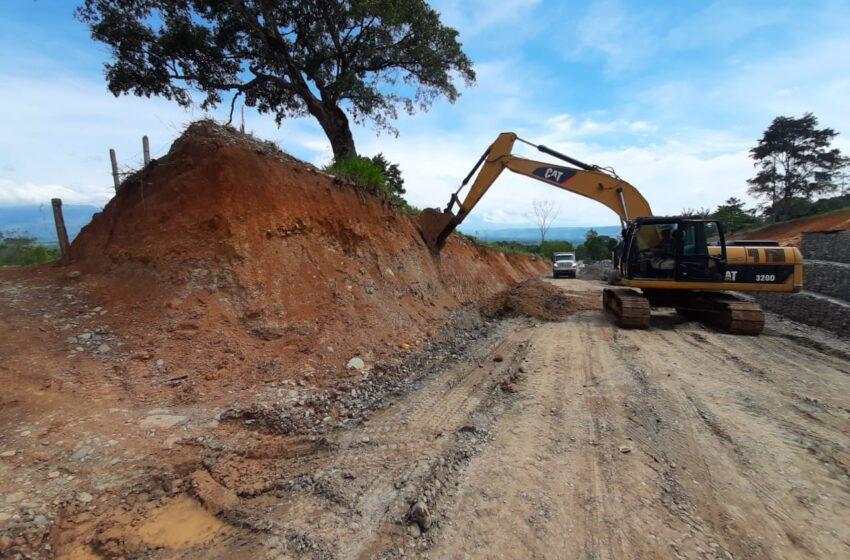 Construyendo la vía entre Mesetas y Uribe el ejército contribuye a la paz y el progreso