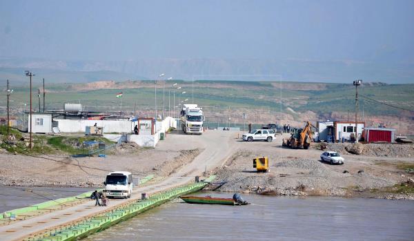 Kurdos lanzan ofensiva contra EI en frontera siria ante aumento de ataques