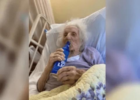 Con 'pola' en mano, abuela de 103 años celebró que le ganó la batalla al COVID-19