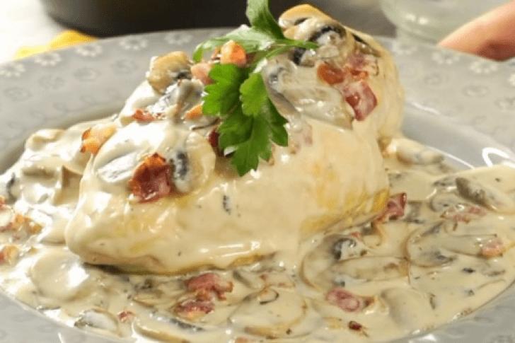 Delicioso pollo en salsa de Champiñones