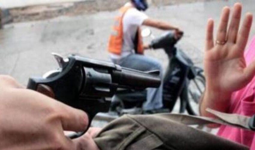 Asegurados antisociales que en moto asaltaron a una mujer dejándola tendida en vía publica