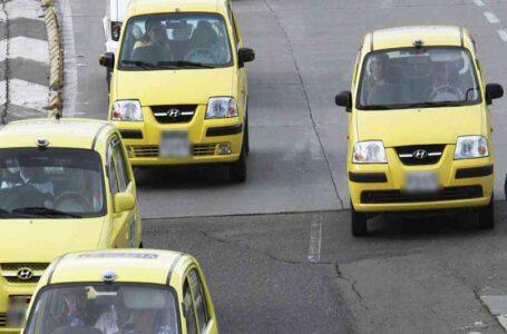 Control a los taxistas para evitar expansión del coronavirus, piden usuarios
