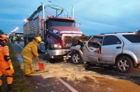 En accidente en la vía a Puerto López muere pareja matrimonial y su hijo menor queda herido