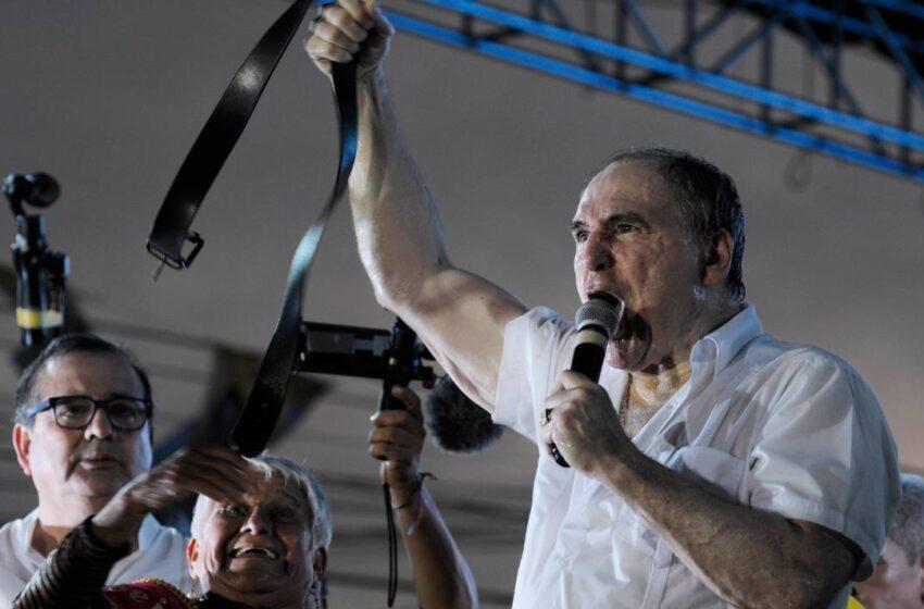 Expresidente Bucaram, hospitalizado en Guayaquil tras ser detenido en su casa