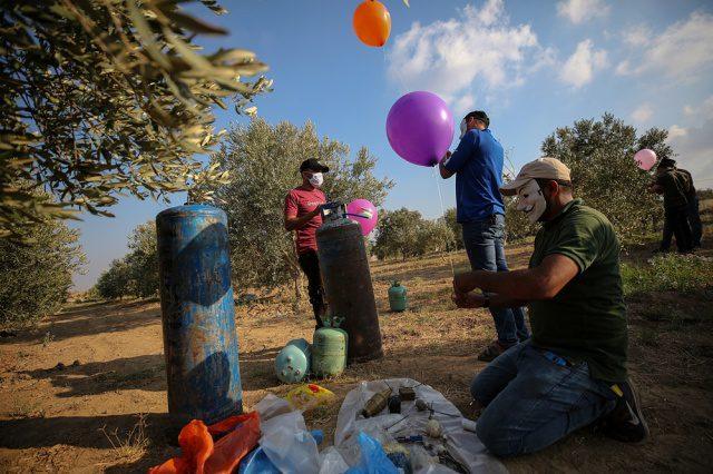 Israel bombardea Gaza y frena envíos de combustible por globos incendiarios
