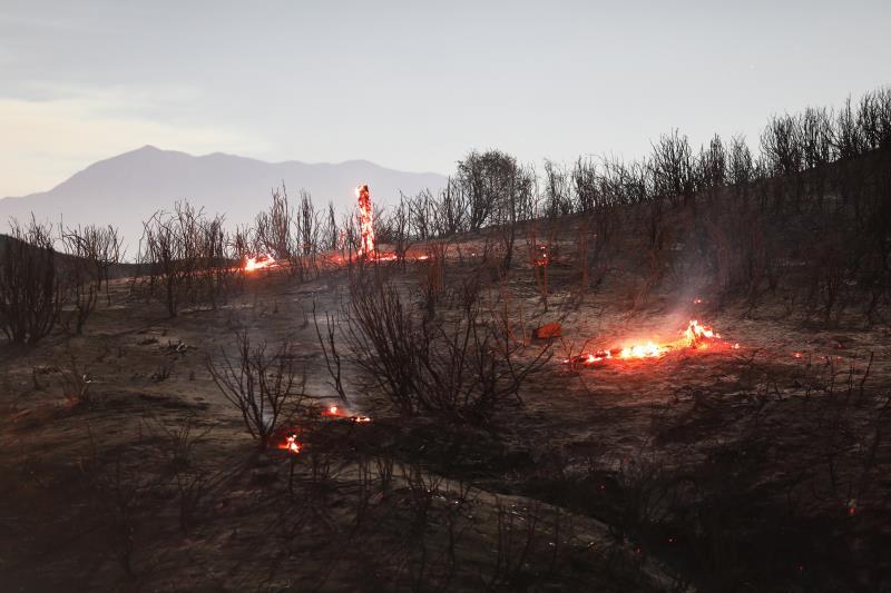 Un incendio forestal cerca de Los Ángeles quema más de 10.700 hectáreas