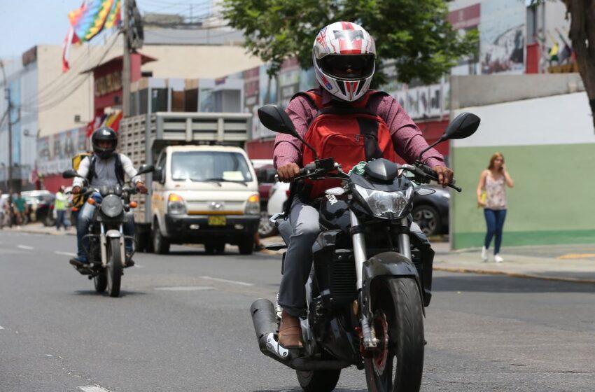 Motociclista que no porte el casco marcado, será sancionado