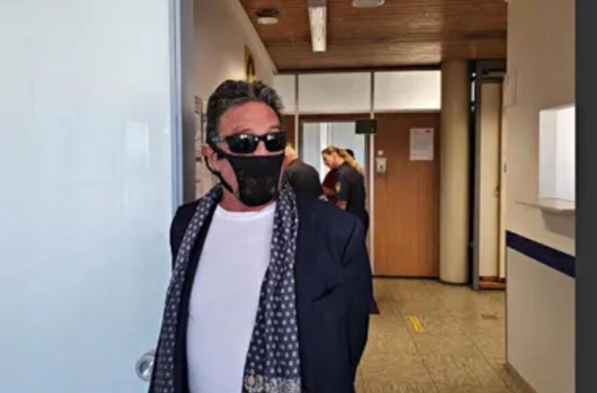 Creador de antivirus informático fue arrestado por usar una tanga como tapabocas