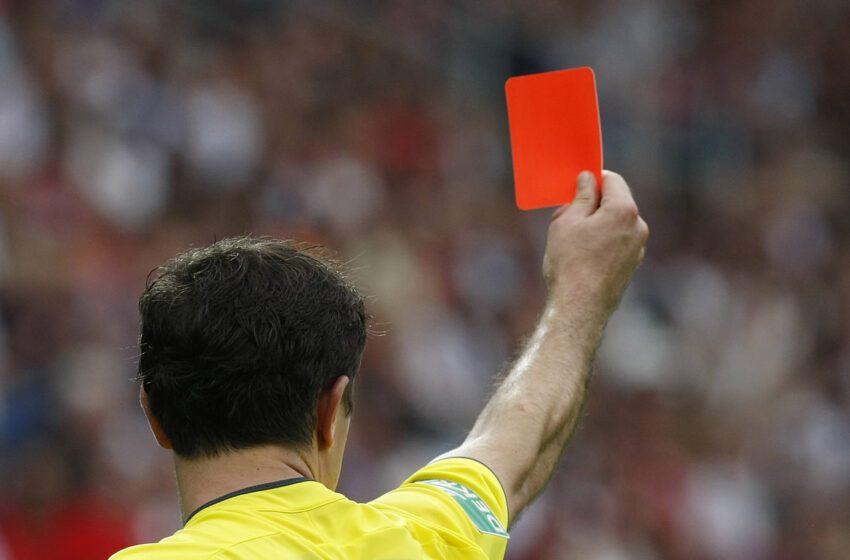 Futbolistas que tosan con malicia a rivales o árbitros en partidos serán expulsados