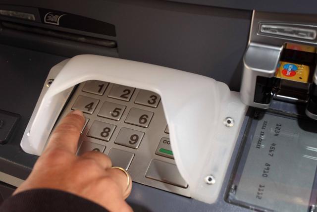 Las entidades financieras han sido injustas e insolidarias, señalan usuarios de los bancos