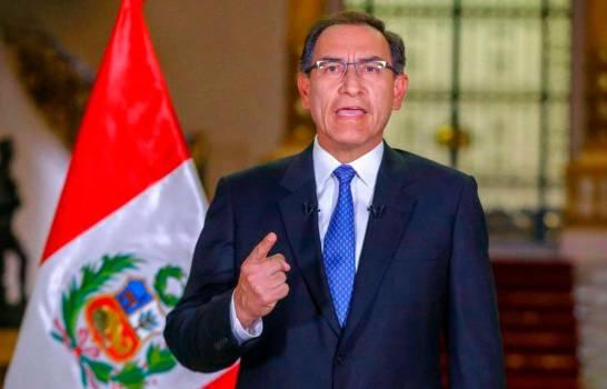 El presidente de Perú se considera blanco de una conspiración y acusa a su secretaria
