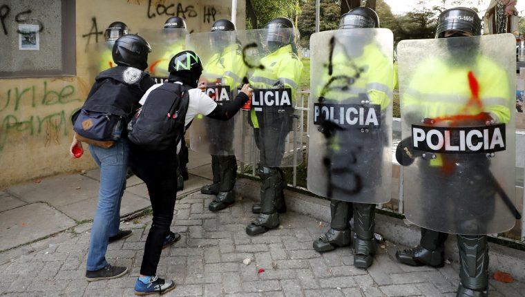 Disturbios en la segunda jornada de protestas contra la Policía en Colombia