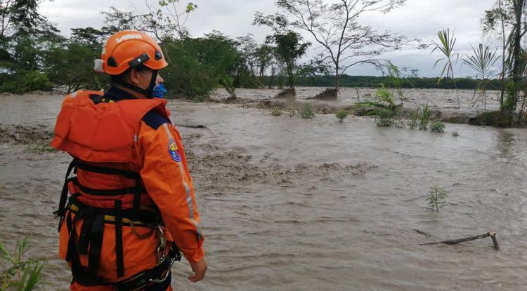 Adolescente murió y 4 personas desaparecidas por corriente súbita cuando se bañaban en caño de Acacías