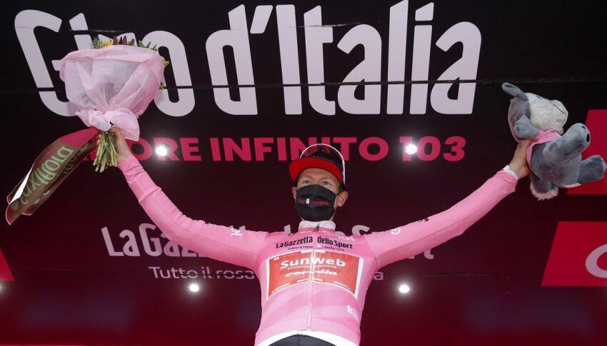 Polémica en el Giro por recorte de etapa: pelotón se paró y no disputó victoria