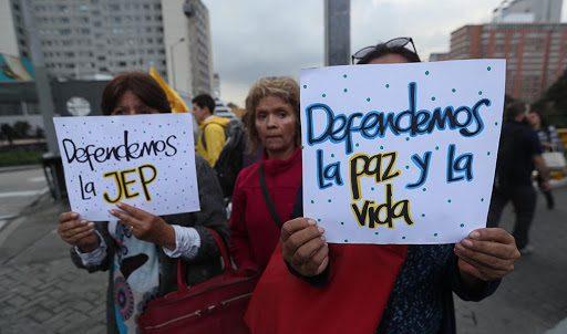 Con firmas pretenden acabar con la JEP originando polémica y polarización