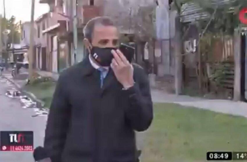 Video: le roban el celular a periodista que estaba en vivo hablando de inseguridad