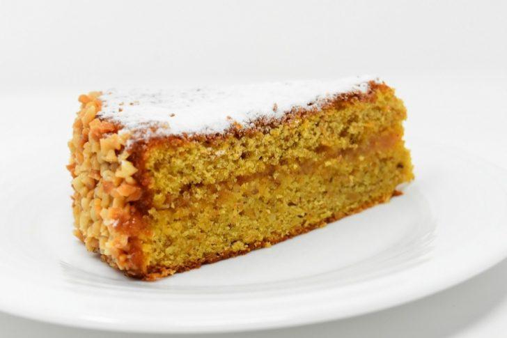 Te encantará lo fácil que es preparar este pastel de zanahoria