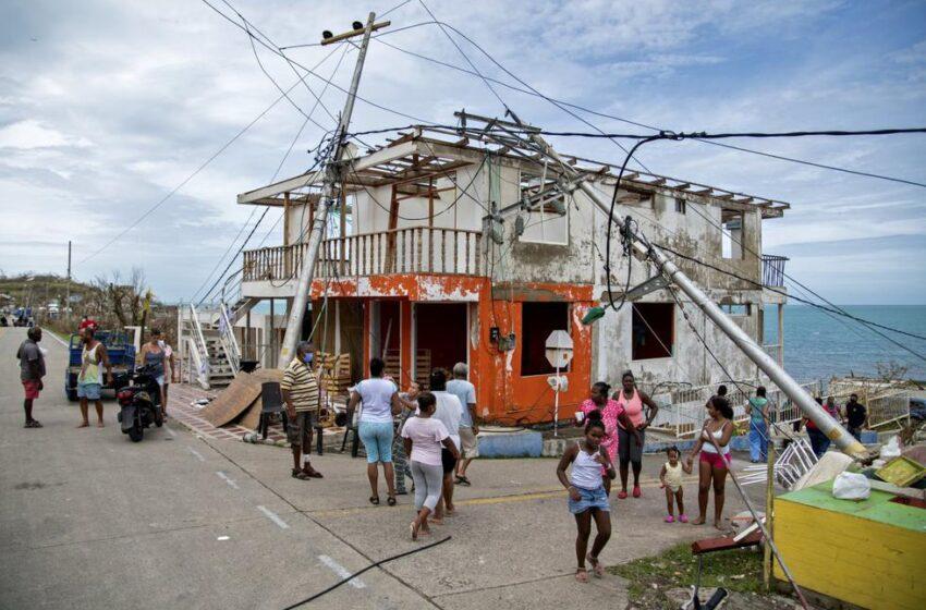 Damnificados colombianos del huracán Iota esperan ayudas o evacuación