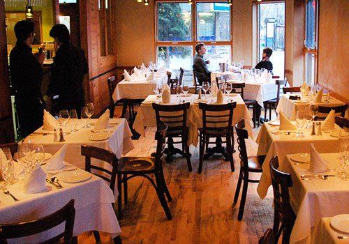 Compromiso con turistas adquieren comerciantes de hoteles, restaurantes y otras actividades