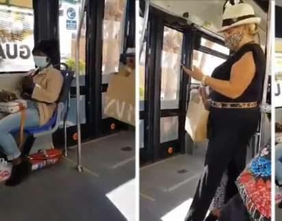 «¡Que se levante la negra!», pide a gritos racista para que le cedan silla en un bus
