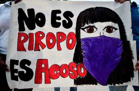 Campañas contra piropos considerados como acoso a la mujer