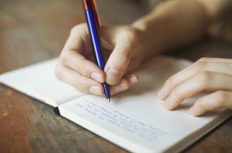 Para estimular e incentivar la memoria se debe  escribir a mano