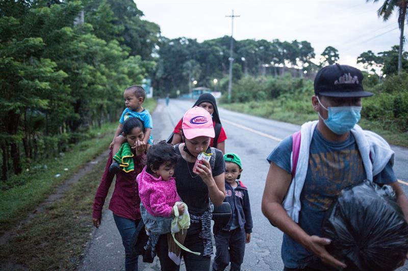Unos 250 migrantes salen en caravana hacia EE.UU. desde el norte de Honduras