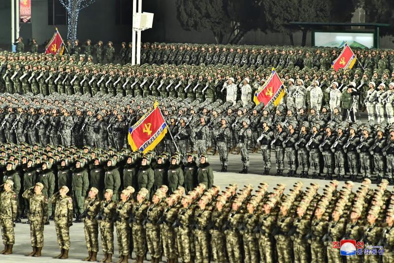 Pionyang exhibe poderío militar como broche al congreso del partido único