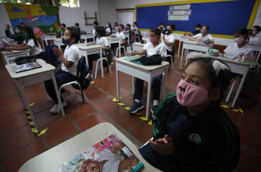 Gobierno evalúa alternancia educativa en Colombia