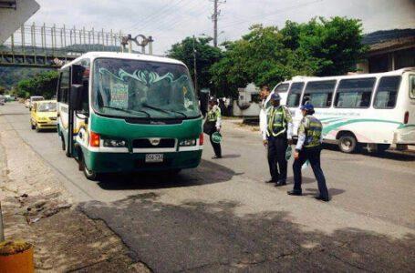 Control a busetas colectivas de servicio público por exceso de pasajeros