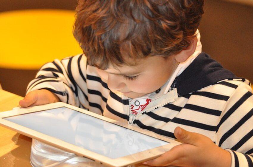 El uso continuado de computadores y celulares ocasiona daños oculares