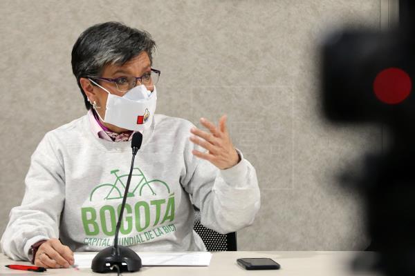 Alcaldesa de Bogotá acorta criticadas vacaciones en el exterior en pandemia