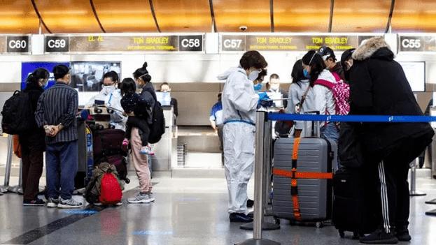 EE.UU. requerirá pruebas negativas de covid-19 a todos los pasajeros aéreos