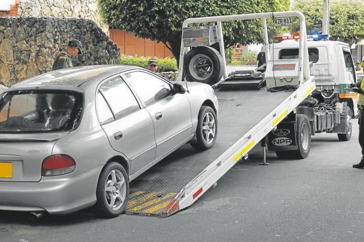 Inmovilización de vehículos y multas económicas a infractores del toque de queda