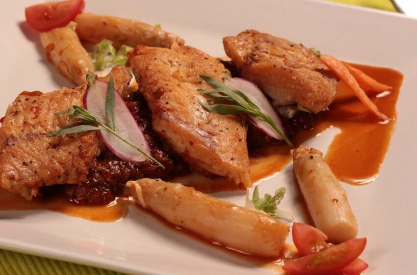 Una delicia culinaria: Filetes de merluza en salsa de pimientos asados