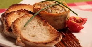 Disfruta de esta omelet de salmón en molde